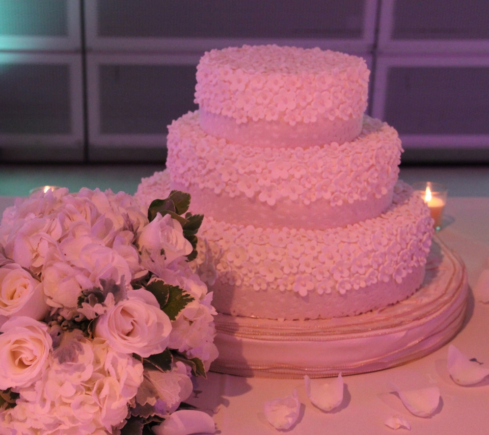 Gorgeous cake featuring over 900 handmade flowers!