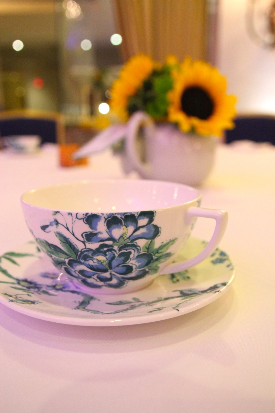China teacups with teapot centerpieces