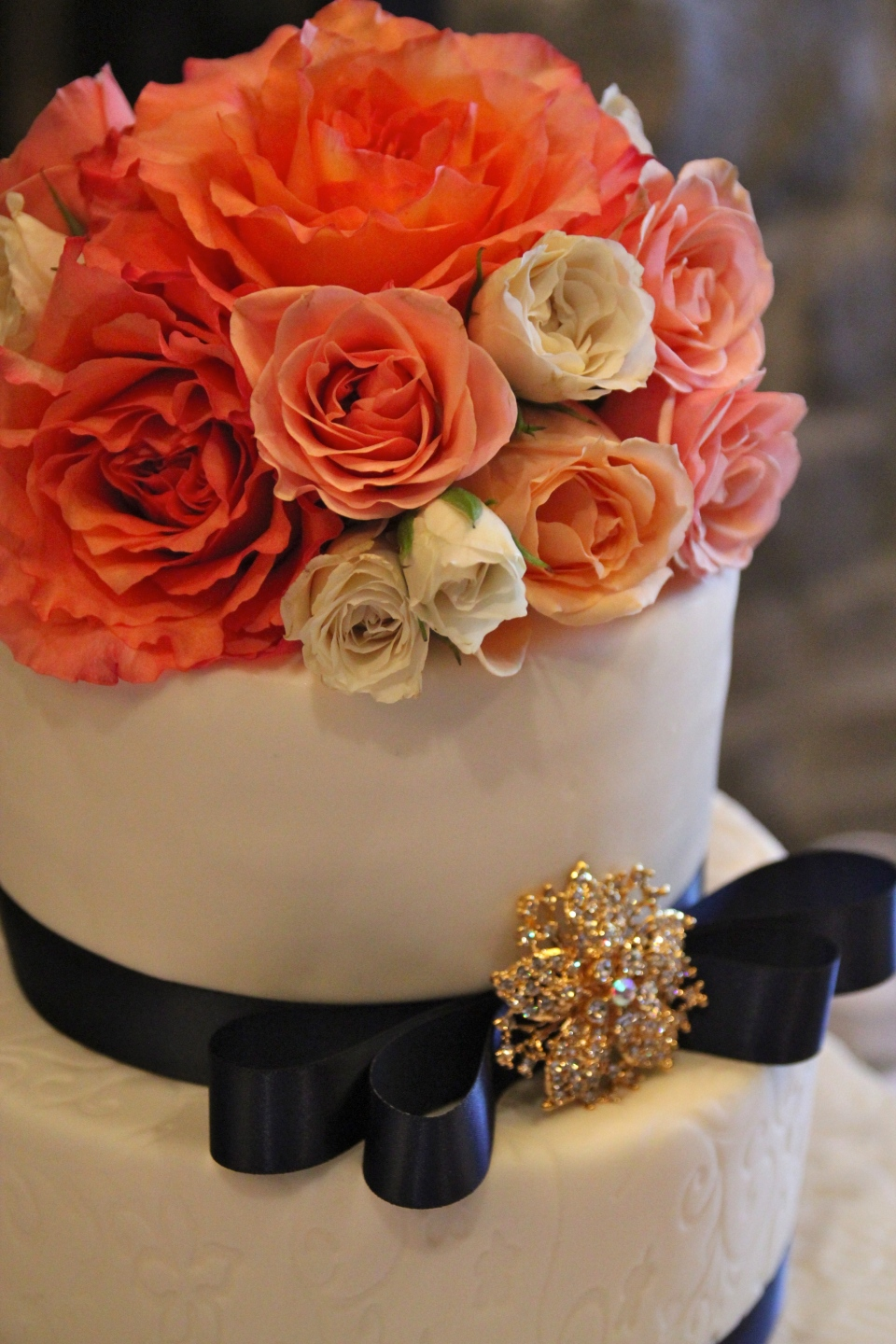 Cake topper of fresh roses