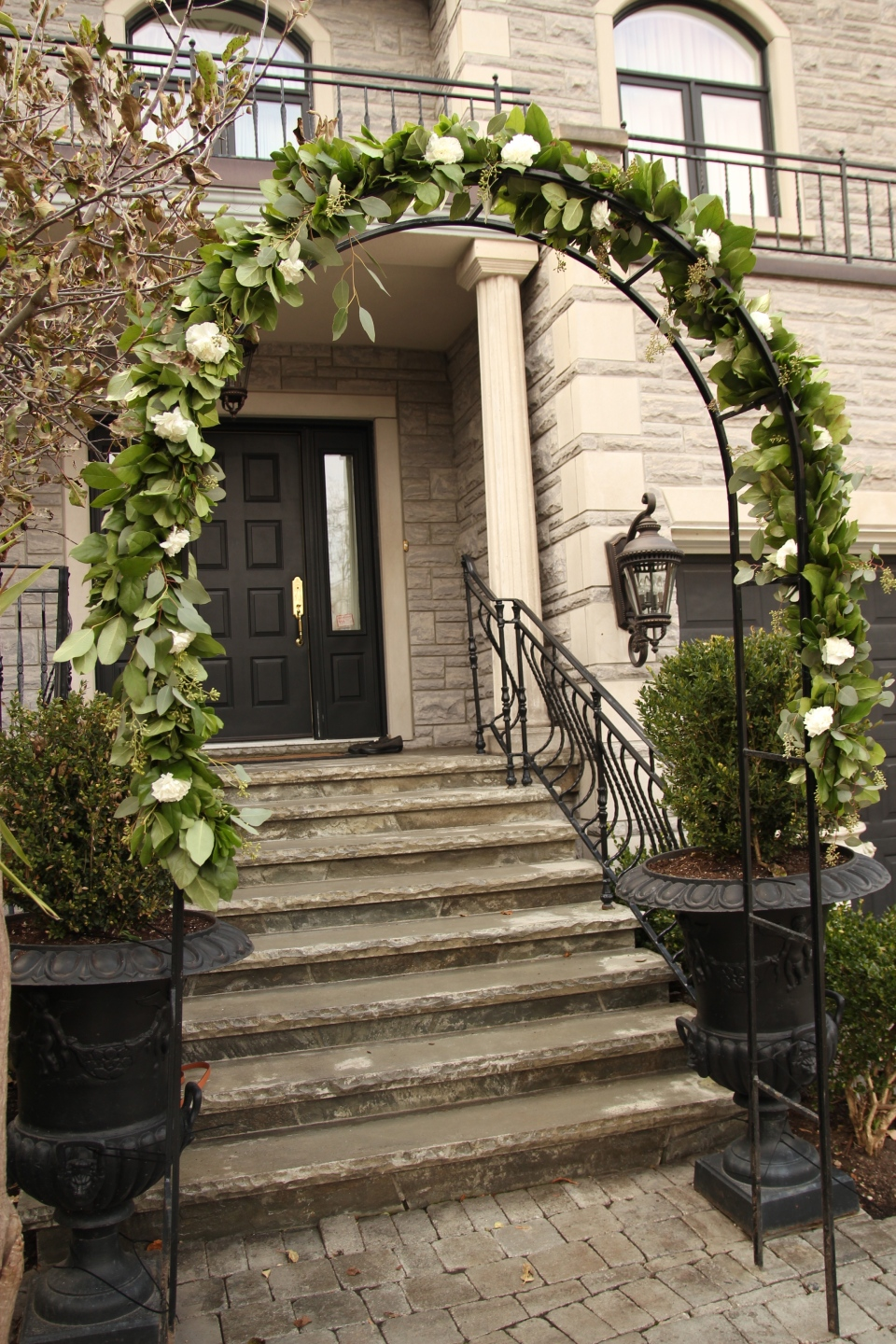 The garland installed on the entrance archway of th Bride's home