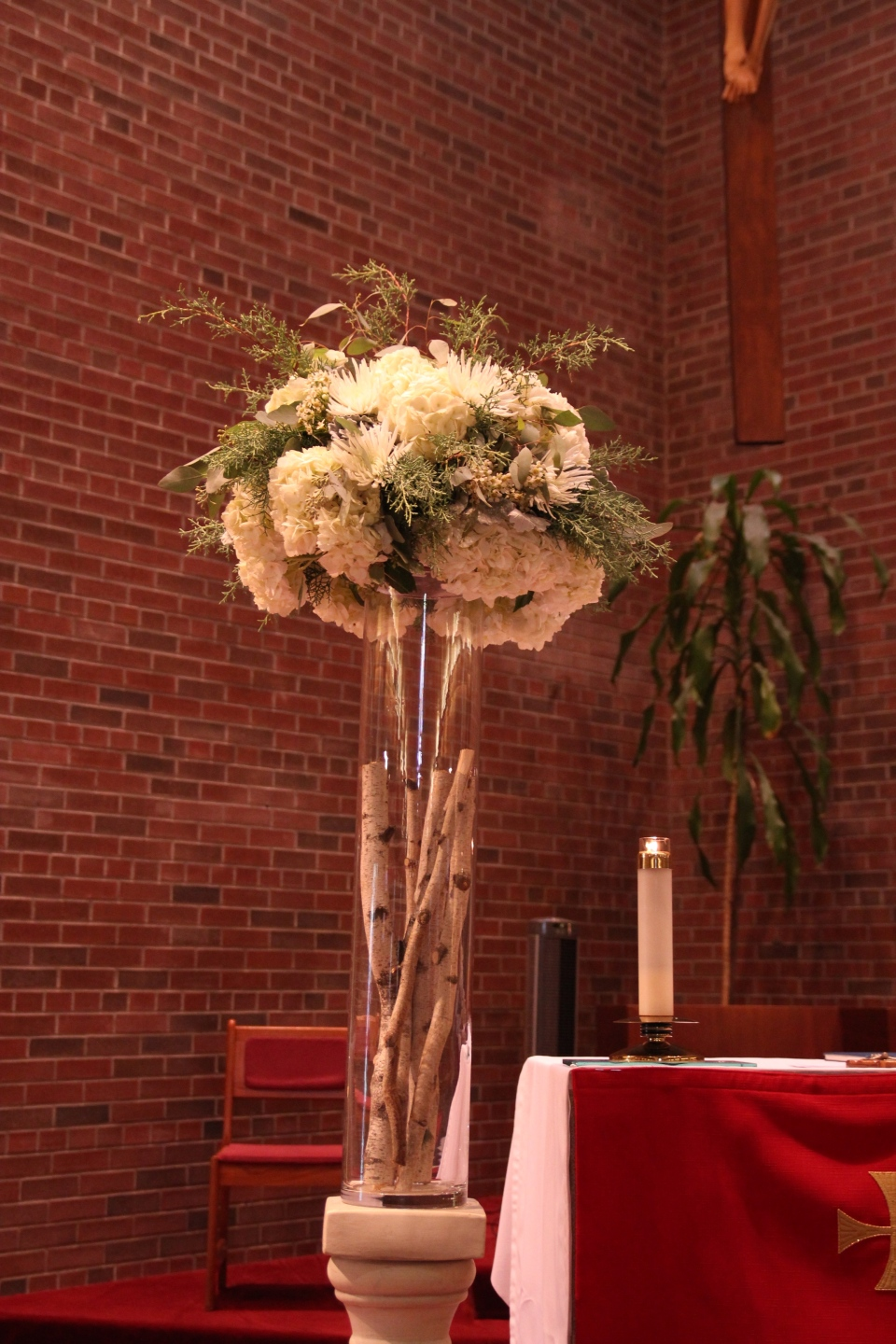 White and greenery altar pieces with birch poles