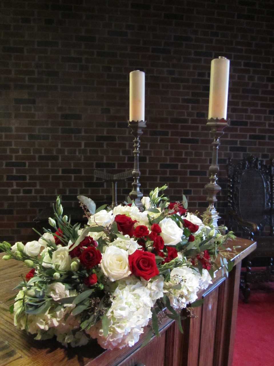 White, red and greenery altar flowers