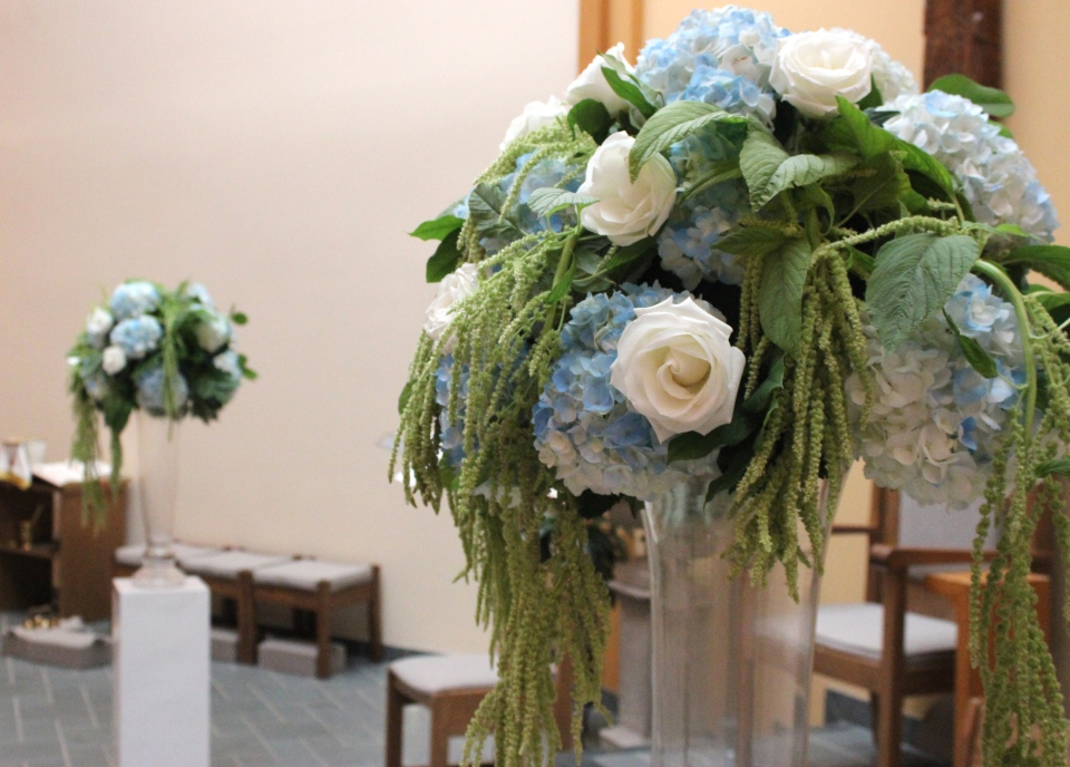 Ocean Inspired Ceremony Flowers of Hydrangea, Roses and Amaranthus
