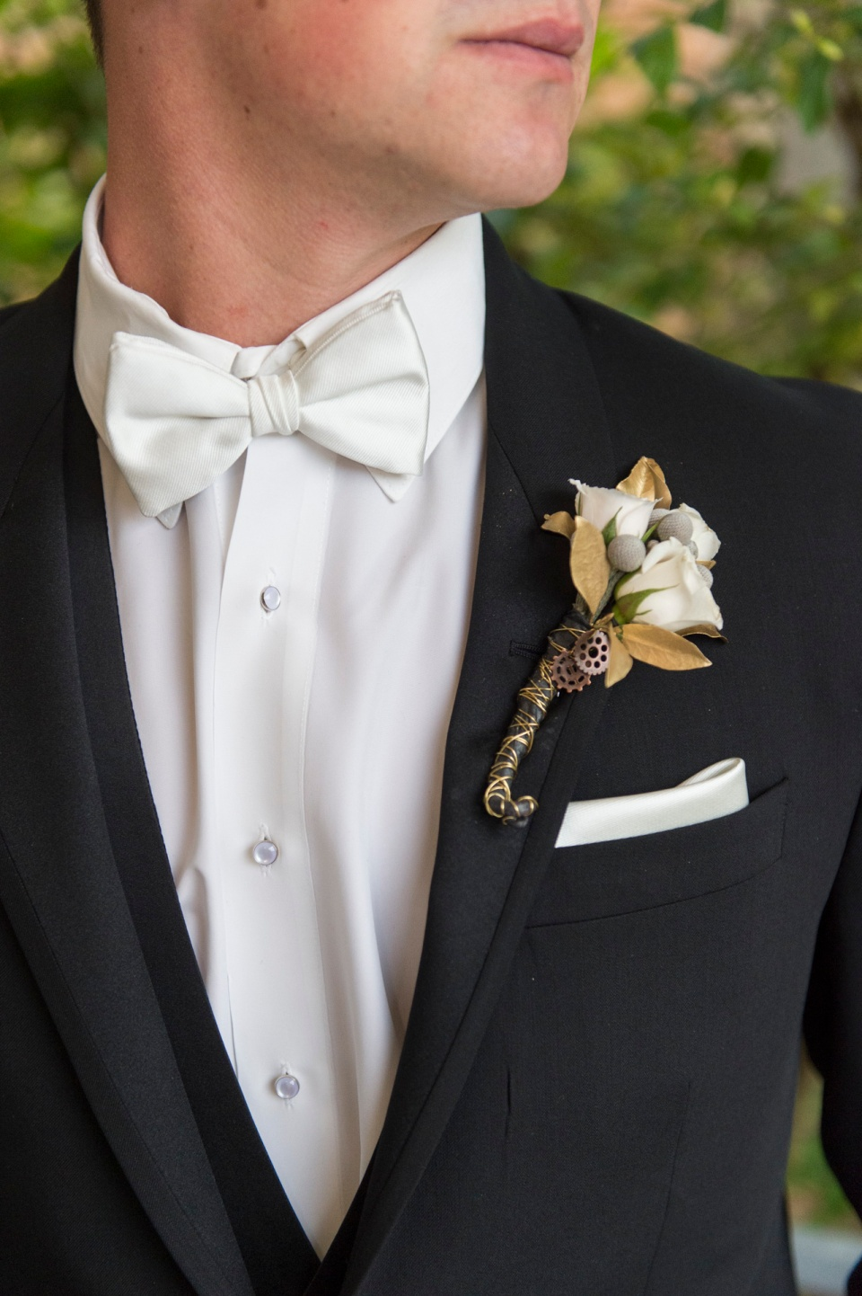 Gold Metal Detailed Boutonniere