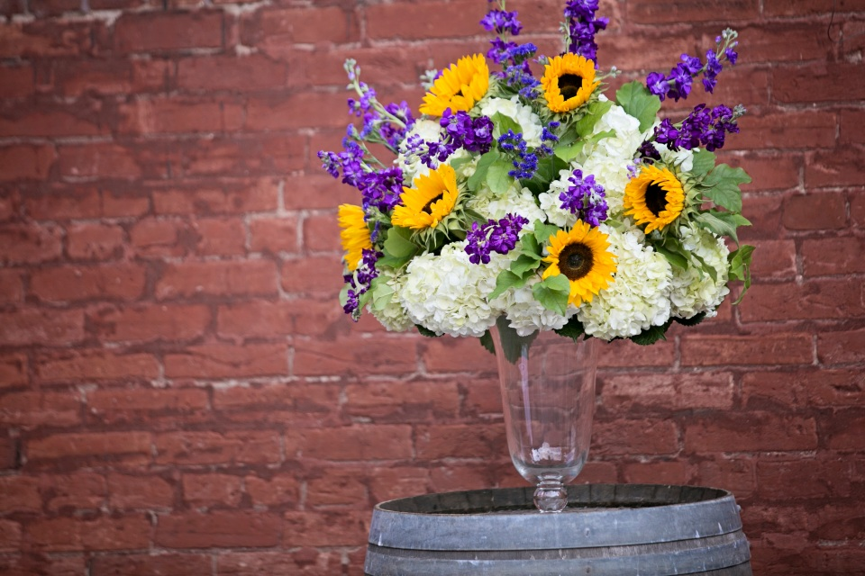 sunflower-ceremony-flowers-at-archeo